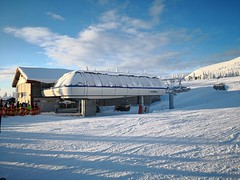 Skihytta Express chairlift (A. Wee) Tags: trysil norway 挪威 ski snowboard 滑雪 滑板 chairlift skihytta express 滑雪场 skiresort 特利西尔