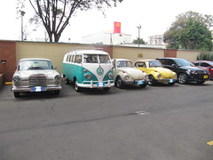 "Family Portrait (rkfotos) Tags: db158 weiβgrau mercedesbenz 200 w110 ""kleine heckflosse"" l380 turquoise l289 blue white 1963 vw transporter t1 type 221 13 window microbus de luxe l91d kansas beige 1971 vw1302 super beetle automatic stick shift 1132 l13k sunshine yellow 1973 vw1303ls cabriolet 151 lc9x 2t deep black pearl 2012 tiguan 5n trendampfun 20tsi 4motion"