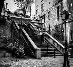 MONTMARTRE (P. Smt) Tags: histoire urbain eos bw nb noireetblanc montmartre paris ville