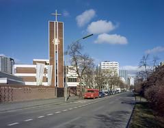 Berlin, Germany. (wojszyca) Tags: intrepid camera 4x5 largeformat fujinon sw 90mm gossen lunaprosbc kodak portra 400 epson v800 city urban street architecture church berlin