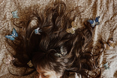 Butterflies in the head// Mariposas en la cabeza (Mireia B. L.) Tags: 52anónimos pelo hair mariposasenlacabeza mariposasenelpelo mariposas butterfliesinthehead butterflieshair butterflies portrait