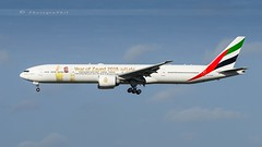 """EMIRATES """"YEAR OF ZAYED 2018"""" B777-31H(ER) (lavierphilippephotographie) Tags: emirates b777 yearofzayed2018 longhaull longcourrier boeing airplane aircraft airlines airliner mco orlando"""