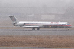 American Airlines MD-83 N9622A at KCMH (Lunken Spotter) Tags: columbus ohio oh centralohio franklincounty airport airports airplane airplanes plane planes jet jets airline airlines airliner airliners jetliner jetliners flight flying aviation avion aviao flugzeug vliegtug flug sky travel aviationphotography planespotting transport transportation transporting wings ailerons stabilizers winglets flaps engines turbines americanairlines aal aa mcdonnelldouglas mcdonnelldouglasmd80 md80 mcdonnelldouglasmd83 md83 dc983 n9622a snow snowfall snowy snowing winter wintertime shiny naturalmetal arrival arriving landing runway runways thrustreversers reversethrust