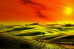 Fantasiosa!!! (Enzo Ghignoni) Tags: prati campi cielo verde erba colline