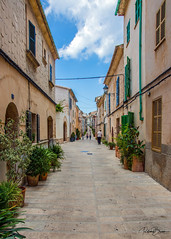 Oldtown Alcudia (since 1960) Tags: europa europe spanien spain mallorca stadt city nikond7000 mittelmeer mediterraneansea strase road architektur architecture