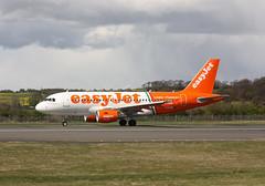 G-EZIW Airbus A319-111 Easyjet (corkspotter / Paul Daly) Tags: geziw airbus a319111 a319 2578 l2j 400cd6 ezy u2 easyjet 2005 davxe 20051017