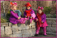 Kindergartenkinder ... wir sind keine Mauerblümchen ... (Kindergartenkinder) Tags: kindergartenkinder annette himstedt dolls gruga grugapark essen milina annemoni tivi