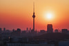 Berlin - Skyline Winter Sunset (030mm-photography) Tags: rot berlin skyline panorama orange glocke dunst dies nebel winter rotestunde goldenestunde blauestunde bluehour nachtaufnahme nightshot fernsehturm tvtower architektur architecture cityscape capital hauptstadt strase