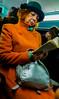 2018-03-02 - Vendredi - 61/365 - Legume - (Niagara) (Robert - Photo du jour) Tags: 0100régionparisienne 0400inconnue enchemintravail france sac 2018 mars paris métro inconnue portrait visagedunjour legume niagara orange vert livre