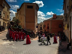 180º (puesyomismo) Tags: procesion paso santo calle nubes semanasanta musica banda comparsa orquesta pasacalles azul prozession schritt heilige strase wolken ostern musik band orchester parade blau procession step saint street clouds easter music orchestra blue étape rue nuages pâques musique bande orchestre bleu rojo colorado rouge red rot iphone