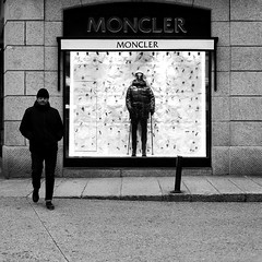 Men of the cold (pascalcolin1) Tags: homme man blouson froid cold photoderue streetview urbanarte noiretblanc blackandwhite photopascalcolin 50mm canon50mm canon chamonix