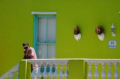 quartier de Bo Kaap South Africa_5462 (ichauvel) Tags: bokaap rue street homme man portrait maison house balcon balcony exterieur outside maisoncolorée colourfulhouse adulte adult capetown lecap afriquedusud southafrica voyage travel