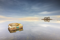 Barca y Torre (Txeny4) Tags: barca torre de sant joan delta del ebro tarragona cataluña san carles la rapita largaexposicion canon calma nd nisi nubes agua lucroit firecrest filtros azul txeny4 transparencias sedas sol haida