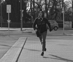 Mon bus arrive - My bus is coming (p.franche Occupé - Buzzy) Tags: man homme run courrir streetshot snapshot instantané evere panasonic lumix fz200 bruxellesbrussel brussels belgium belgique belgïe europe pfranche pascalfranche hdr dxo phototab flickrelite yourbestoftoday skancheli monochrome noiretblanc blackandwhite zwartwit blanconegro schwarzweis μαύροκαιάσπρο inbiancoenero 白黒 黑白 чернобелоеизображение svartochvitt أبيضوأسود mustavalkoinen שוואַרץאוןווייַס bestofbw winter cold hiver froid février february 2018