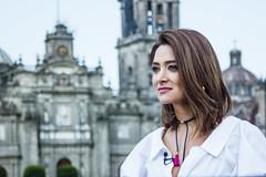 Regards du Mexique - 2/? (dominiquita52) Tags: mexique regard stare tvmundo présentatricetv mexicocity portrait femme woman