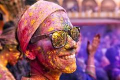 Holi Mathura (daniele romagnoli - Tanks for 23 million views) Tags: ritratto portrait india colori colore holi holifestival tempio mathura temple colors festa tradizioni occhiali multicolor variopinto sorriso smile インド 印度 индия indien romagnolidaniele d810 nikon asia الهند inde 인도 strada street road indie sguardo face