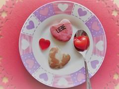 Liebe geht durch den Magen (Hannelore_B) Tags: herz heart liebe love feedyourcreativity flickrfriday