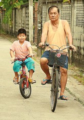 bike riding with grandpa (the foreign photographer - ฝรั่งถ่) Tags: boy child grandpa grandfather two bicycles bangkhen bangkok thailand canon