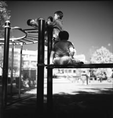 童樂會 (lgf55555(基福)) Tags: 單色 紅外線 相機rollei 80mm 28fx 底片rollei infrared is040027度 120 中篇幅 兒童 玩樂 單槓