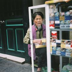 (Hanoi L i f e A r t) Tags: hanoi hanoilifeart vietnam people analogphoto filmcamera photography streetlife mediumformat new asia art tuanducpham 6x6 hasselblad501cm fujins160