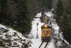 Crawlin' Through the Snow (Jake Miille) Tags: unionpacific trains railroad freighttrain local canyoncrawler keddiecalifornia canyonsubdivision featherrivercanyon featherriverroute searchlights searchlightsignals railroadsignals snow winter