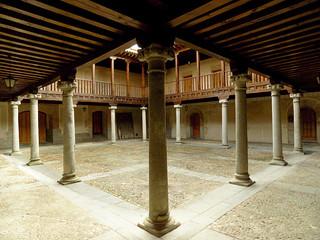 (10-52) Patio castellano.