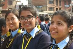 Lycéennes en visite à Bhaktapur (Népal) (michele 69600) Tags: people népal bhaktapur trois tres three personnes portrait
