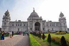 Sunday visitors (jmschrei) Tags: architecture building calcutta da1685 garden india kolkata pentaxkp people victoriamemorial