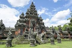Temple de Jalan Pura Puseh, Bali (voyagesphotos) Tags: asia asie indonesia indonésie bali île island temple hindou hindu hinduism hindouïsme sculpture statue architecture