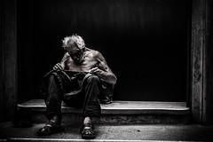 Roma (PaxaMik) Tags: roma rome sansabri homeless portrait portraitnoiretblanc b§w blackandwhitephotos noiretblanc noir n§b italy italie pauvreté misère street streetphoto streetphotography rue