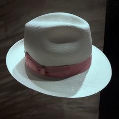 Con il nastro rosa (Aellevì) Tags: cappellopersignora fascia paglia rosa bianco estate accessori luciobattisti