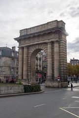 Porte de Bourgogne, Bordeaux, France (Tiphaine Rolland) Tags: bordeaux france gironde autumn automne 2018 nikond3000 nikon d3000 portedebourgogne portedessalinières arc arch porte door gate