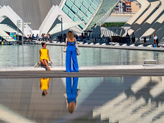 groc i blau (.carleS) Tags: caeduiker olympus omd em5 ii valència ciutat arts