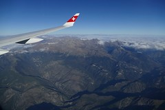 flying over Alpes Maritimes France (roli_b) Tags: flying fly flight alpes maritimes france frankreich south überflug sobrevuelo flug vuelo aerial view wings window seat swiss airbus a220 aircraft airplane jet flugzeug flieger avion 2018 above a220300 cs300 bombardier