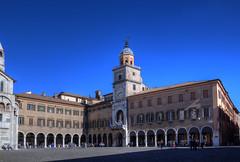 Modena, Piazza Grande (Roberto Marinoni) Tags: modena emiliaromagna piazza piazzagrande square palazzocomunale torre tower orologio clock bellitalia
