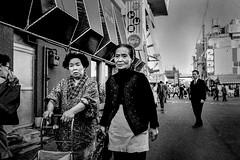 Street・新世界 396 (soyokazeojisan) Tags: japan osaka city 新世界 通天閣 people street bw blackandwhite monochrome analog olympus m1 om1 28mm film konipansss memories 1970s