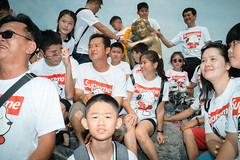 * (Sakulchai Sikitikul) Tags: street snap streetphotography summicron songkhla sony 35mm leica thailand samilabeach mermaid supreme tshirt flash a7s นางเงือกสงขลา snoopy
