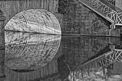 Sarthe graphique (Tonton Gilles) Tags: alençon normandie hdr noir et blanc arche rivière sarthe pont neuf chemin rives reflets graphisme ellipse