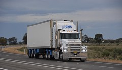 QMC (quarterdeck888) Tags: trucks truckies transport australianroadtransport roadtransport lorry primemover bigrig overtheroad class8 heavyvehicle highway road truckphotos nikon d7100 movingtrucks jerilderietrucks jerilderietruckphotos quarterdeck frosty expressfreight generalfreight logistics overnightfreight highwayphotos semitrailer semis semi flickr flickrphotos queenslandmeatco qmc mack trident