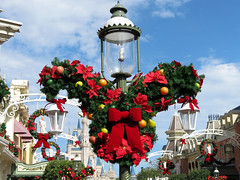 Christmas on Main Street (meeko_) Tags: christmas wreath christmaswreath christmasdecoration decoration lamppost cinderella castle cinderellacastle mainstreetusa magic kingdom magickingdom themepark walt disney world waltdisneyworld florida disneychristmas disneyholidays poinsettia flower
