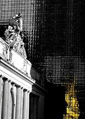 Urban Gold (pjpink) Tags: grandcentralstation station urban city nyc newyork newyorkcity ny november 2018 fall pjpink 2catswithcameras selectivecolor