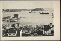 Postkort fra Agder (Avtrykket) Tags: bad bolighus dampbåt hus plankestabell postkort seilskute grimstad austagder norway nor