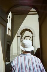 Firenze, giugno 2018 (Ylenia Comi) Tags: analog analogico filmphotography film filmcamera filmisnotdead filmphotographer 35mmfilm 35mm streetphotography people italy travel traveling