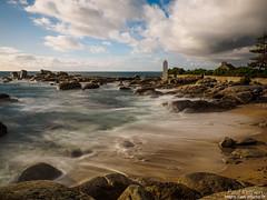 à la pointe de La Jument : séance de yoga, face à la mer (Paul Kerrien) Tags: finistere bzh bretagne rivage poselongue