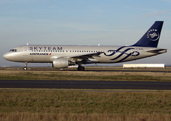 F-GKXS, Airbus A320-214, c/n 3825, Air France, Skyteam livery, CDG/LFPG 2018-12-26, taxiway Bravo-Loop. (alaindurandpatrick) Tags: fgkxs cn3825 a320 a320200 airbus airbusa320 airbusa320200 minibus jetliners airliners af afr airfrans airfrance airlines skyteam airlinealliances specialliveries cdg lfpg parisroissycdg airports aviationphotography