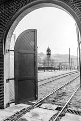 Torre do relógio vista a partir da garagem de locomotivas de Paranapiacaba (elcio.reis) Tags: torre relógio paranapiacaba pb bw blackwhite