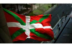Basque Flag from a Building in Bilbao (Iker Merodio | Photography) Tags: ikurrina bilbao bilbo albia abando basque flag country bizkaia biscay ricoh gr ii 2 sabin etxea