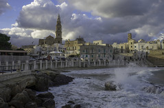 vivace (Paolo Dell'Angelo (JourneyToItaly)) Tags: monopoli provinciadibari puglia italia apulia italy adriaticcoast mareggiata calaportavecchia
