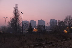 New blocks in the neighbourhood , Wrocław 19.12.2018 (szogun000) Tags: wrocław poland polska railroad railway rail pkp track city siding buildings architecture modern blocks residental sunrise dawn sky colorful dolnośląskie dolnyśląsk lowersilesia canon canoneos550d canonefs18135mmf3556is