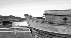 IMG_1321 (www.ilkkajukarainen.fi) Tags: varanger vuono ruija finnmark nrway norja kveeni boat fishing kalastus alus wood carving blackandwhite mustavalkoinen monochrome visit travel travelling happy life horisontti aita